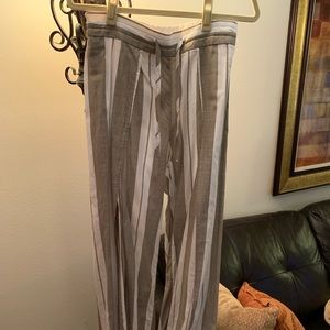 Light weight pants with slits